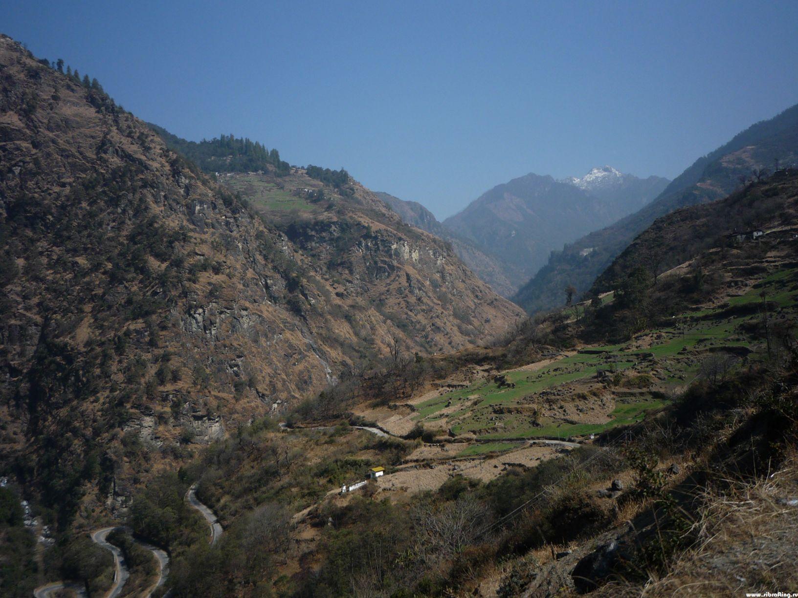Спуск к реке Таванг