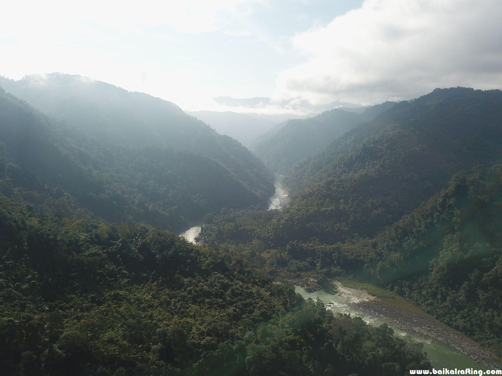 Река Каменг пороги.