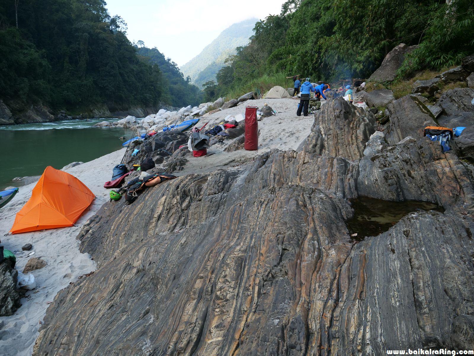 Лагерь реки Каменг у порога 9