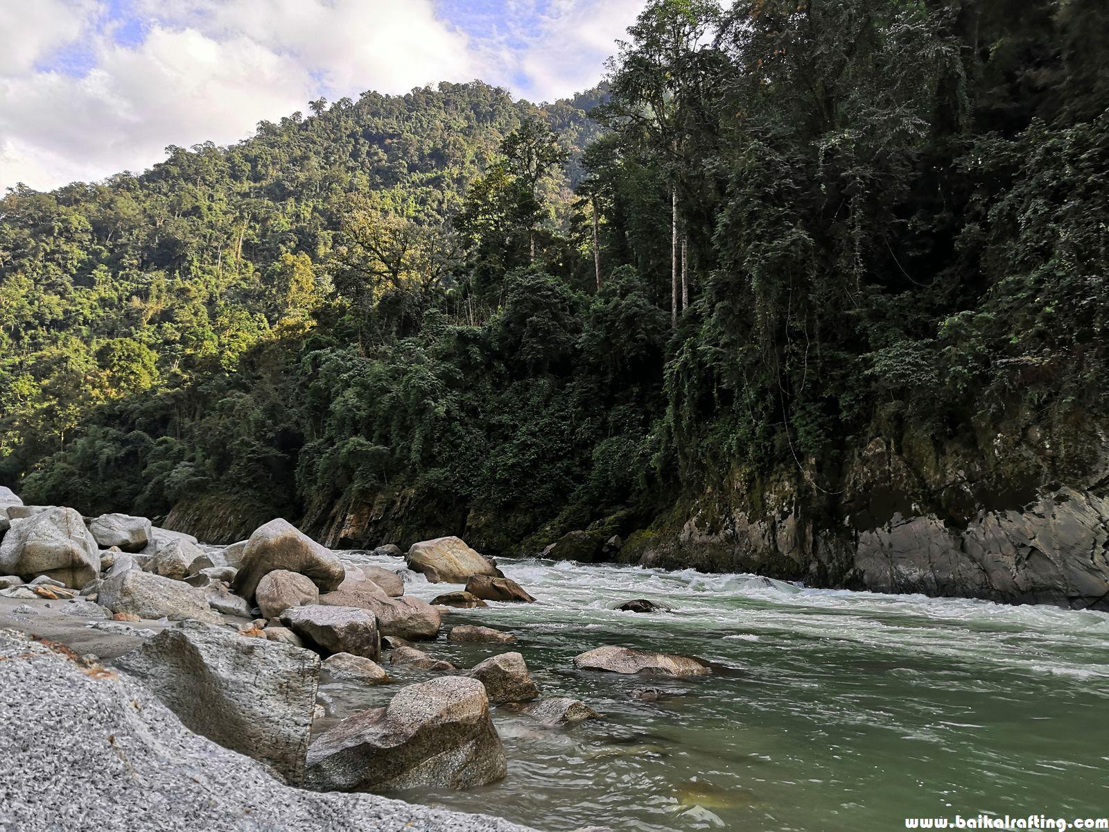 река Каменг порог 9