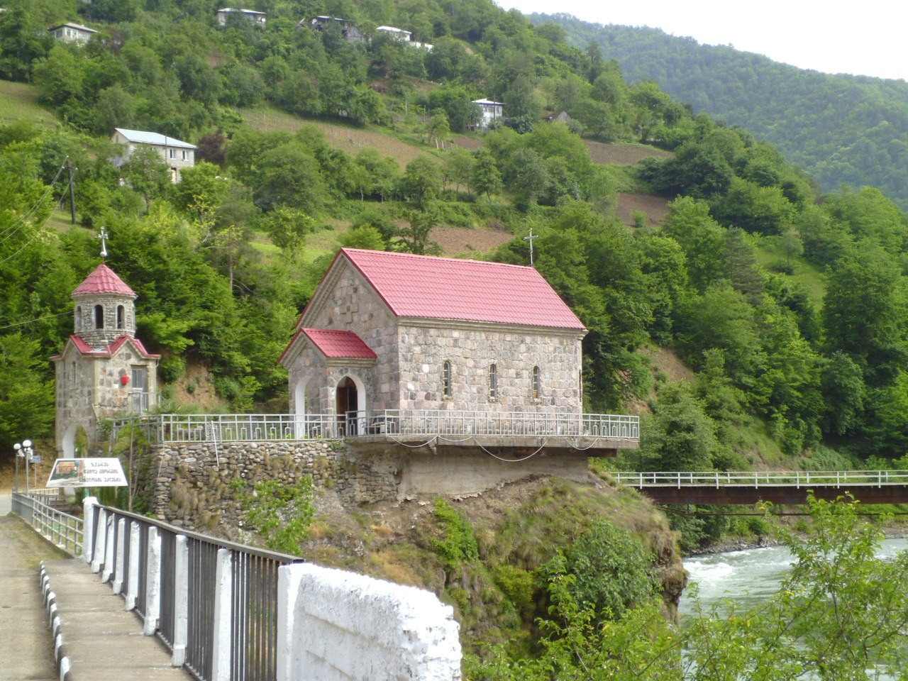 Храм в Звари.
